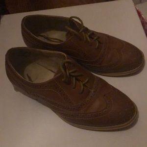 Ladies saddle shoes